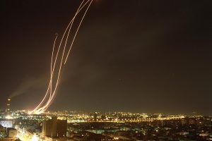 1024px-Flickr_-_Government_Press_Office_(GPO)_-_Patriot_missiles_being_launched_to_intercept_an_Iraqi_Scud_missile