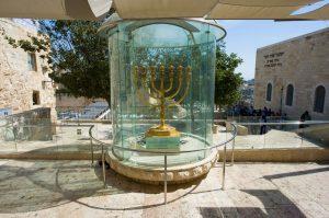 menorah-troisieme-temple-shutterstock_253810000