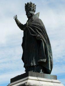 Aurillac_statue_Pape_Gerbert