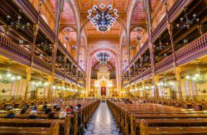 synagogue-budapest-shutterstock_390628279